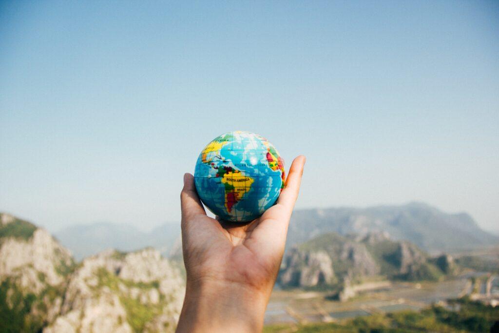 Trabalhar e estudar no exterior: veja 3 destinos para 2022