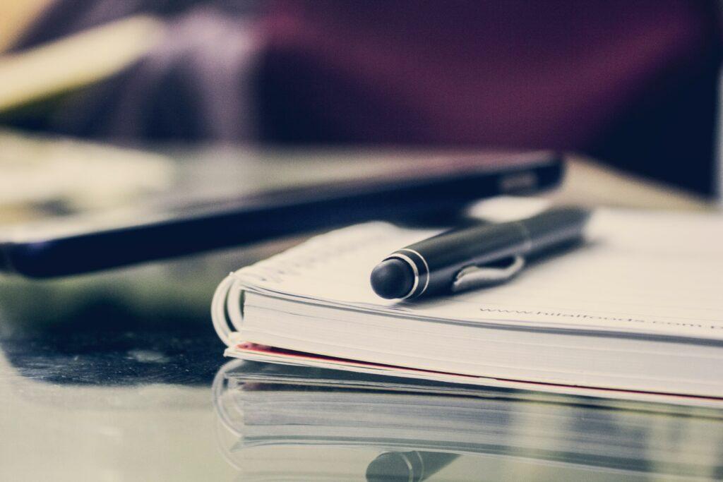 Entenda o que são os certificados de conclusão do curso de inglês e os certificados de proficiência, tais como o IELTS, TOEFL e TOEIC.